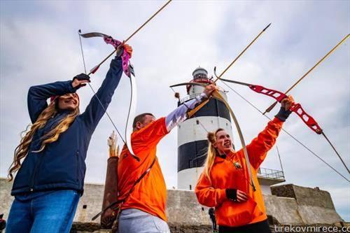 традиционално новогодишно стрелање со лак во Ирска