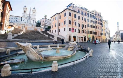празни се шпанските скали во Рим