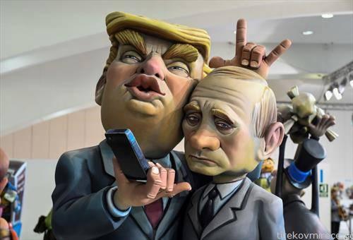 куклите на Трамп и Путин на фестивал во Валенсија