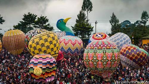 фестивал на летечки балони на Јава Индонезија