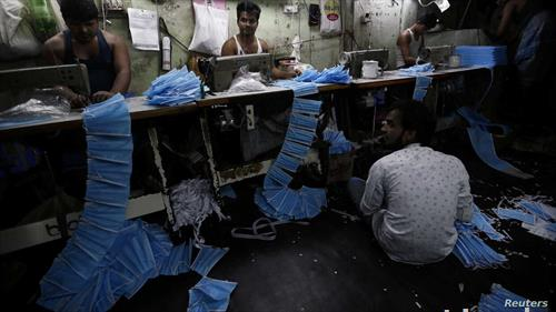 во Индија масовно се изработуваат заштитни маски