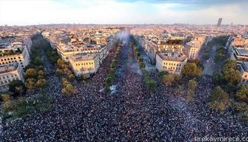 Милион фанови низ улиците на Париз