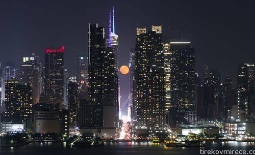 полна месечина во Њујорк