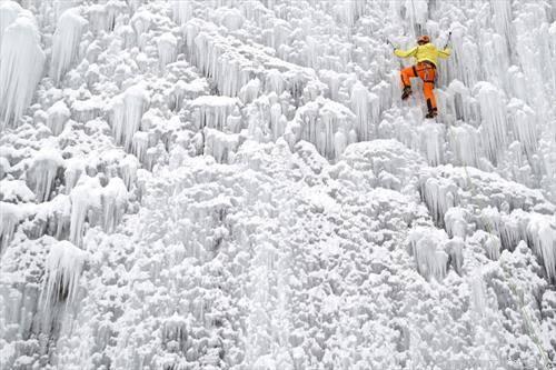 искачување по замрзнат водопад во Чашка