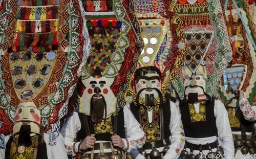 маски т.н. кукери  на маскембал во Перник Бугарија