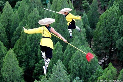уметност на висечки шаолин артисти во Кина