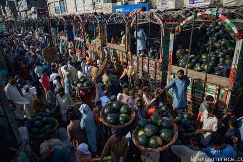 пазар на лубеници во лахоре Индија