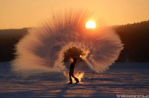 што ќе се случи кога врела вода се фрла на минус 40 степени во Сибир
