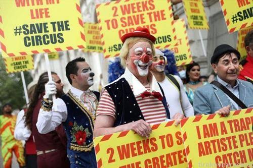 вработени во циркус протестираат во Лондон, барат да се отворат циркусите за посетители