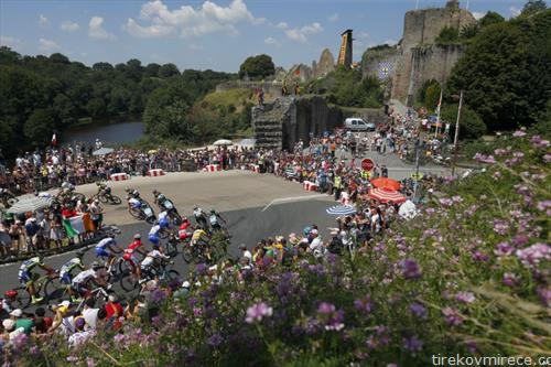 Во Франција се вози велосипедска трка Тур д Франс