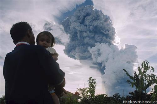 Синабунг, кој спорадично еруптирал од 2010 годинa, бил заспан 400 години, е меѓу повеќе од 120 активни вулкани во Индонезија.