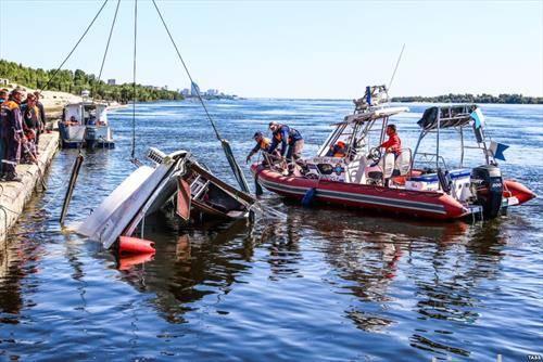 Единаесет луѓе загинале при судирот на едрилица катамеран со товарен брод на реката Волга, во близина на рускиот град Волгоград
