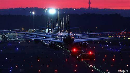 редуцирани летови и паркирани авиони на луфтханза на аеродромот во Франкфурт