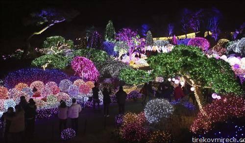Новогодишно осветлен парк во град во Јужна Кореја