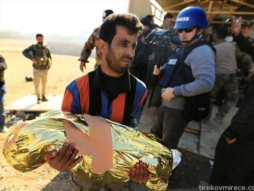 таткото ја носи смртно настраданата ќерка во војната во Мосул