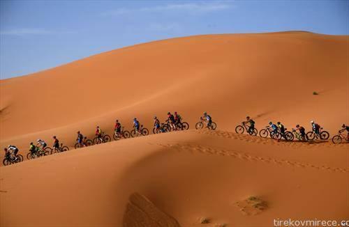 маунтин бајк трка низ пустините на Мароко