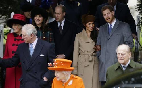 кралското семејство на Велика Британаија по Божикната миса