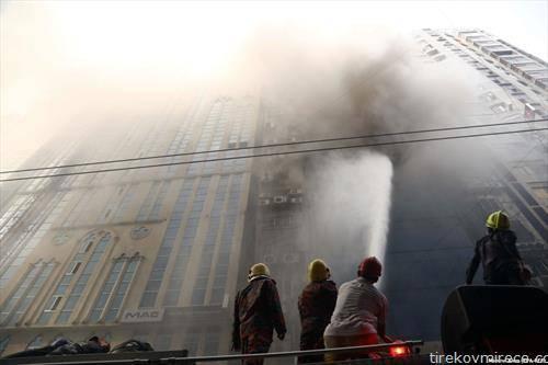 во големиот пожар во деловна зграда во бизнис квартот во Дака Бангладеж, загинале 19 лица, а десетици други се повредени