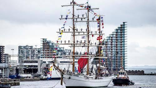 мексикански школски брод, едреник впловува во Данска