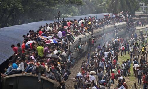 гужва за воз во Дака во Бангладеж