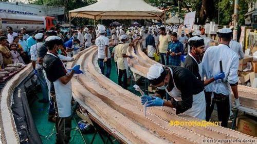 Околу 1500 пекари и готвачи во индиската сојузна држава Керала направија торта долга 6,5 километри, тешка 27  тони