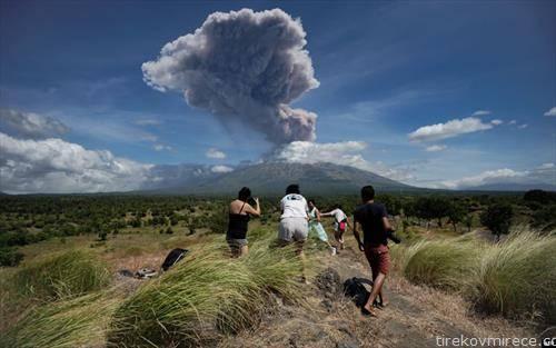 ерупција на вулкан на Бали Индонезија