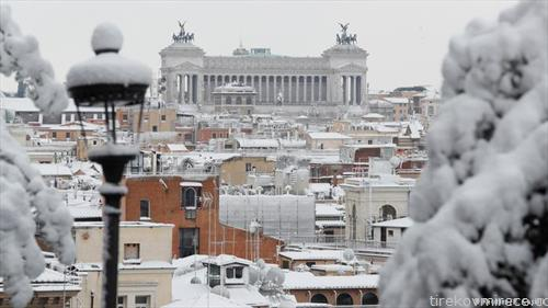 Рим  по подолго време осамна со снежна обвивка