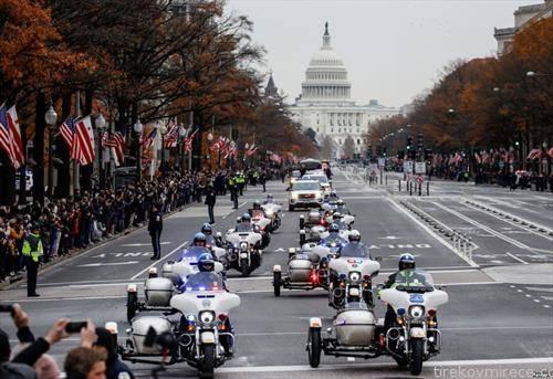 Поворката со ковчегот на поранешниот претседател Џорџ Х.В. Буш го напушта Капитол и се упатува кон Националната катедра во Вашингтон