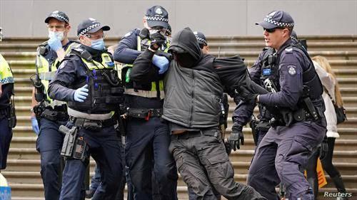 ппротест во Мелбурн Австралија против мерките за заштита од ковид 19