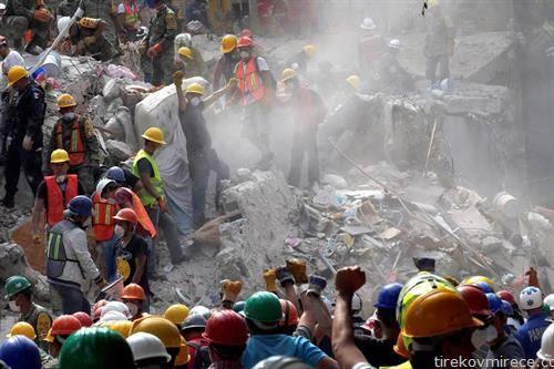 победа, радост најден е жив човек под рушевини во Мексико по земјотресот
