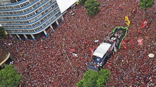 пречекот на фудбалерите на Фламенго во Рио, откако станаа прваци на Јужна Америка во фудбал