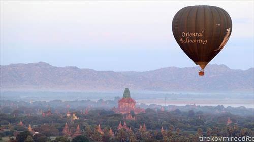 балон на воздух над храмови во Мијанмар