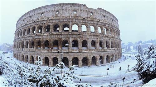 римскиот колосеум под снег, после  долги години