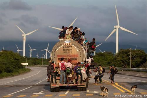 мигранти од Хондурас   на пат за САД
