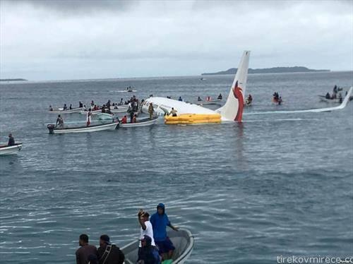 наместо на писта авионот слета во океанот, Микронезија