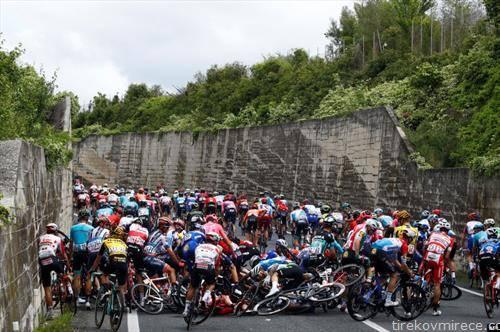 сообраќајка на шестиот ден од велосипедската трка Џиро д Италија