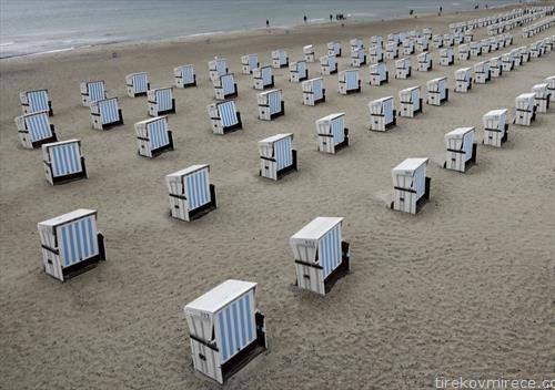 плажата на севфер од Германија во Росток, откако застуде