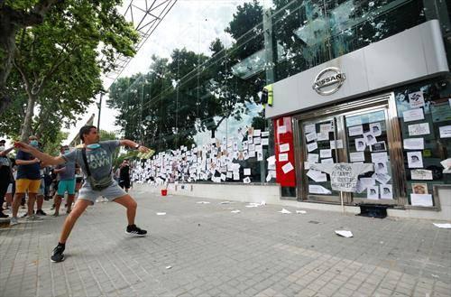 Протест околу затворањето на фабриката Нисан во Барселона