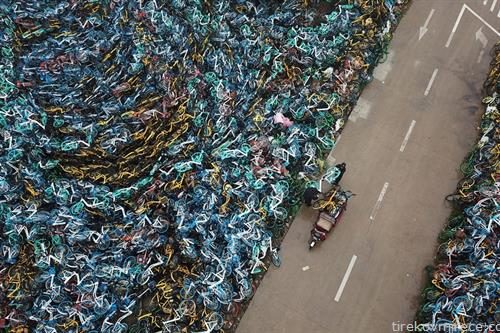ѓубриште за велосипеди во кинески град