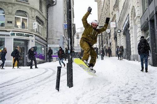 ски борд на улиците на Лозана Швајцарија