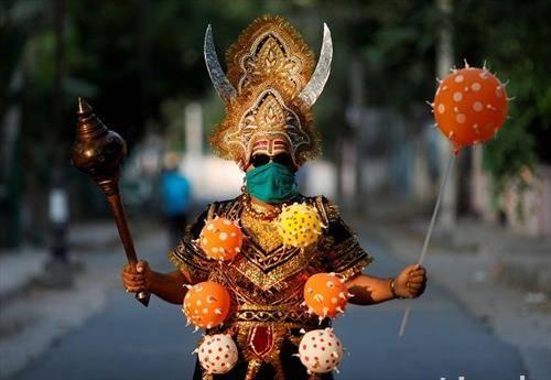 хинду богот на смртта јамраја по улиците на Њу Делхи  предупредување за ковид19