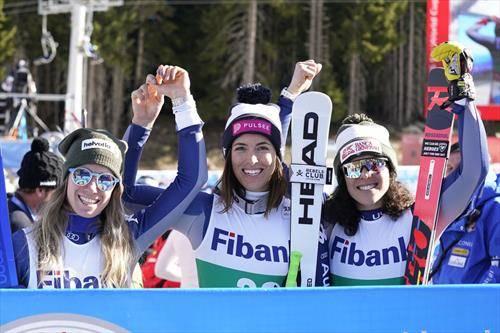 три Италијанки на победничкото постолје на трката во Банско од светскиот куп, Куртони, Бсино и Брињони