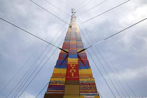 во Тел авив кула од лего  коцки од 35 м. во чест на 8 годишно починато дете