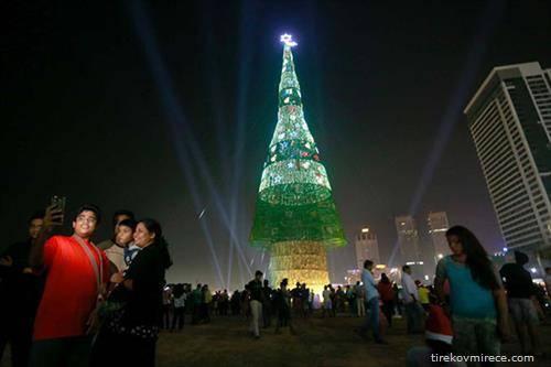 Шри Ланка постави светски рекорд во највисока вештачка елка, со висина од 57 метри, што е за два метра повисока од онаа во Кина.