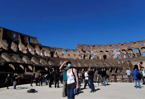 од почетокот на месецов, отворен  е за посетители Колосеумот во Рим