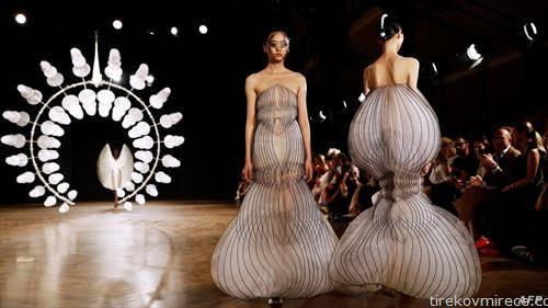 модели од зимскaта колeкција 2020 во Париз