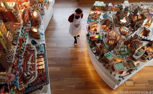 Божикно декорирана продавница во Лондон