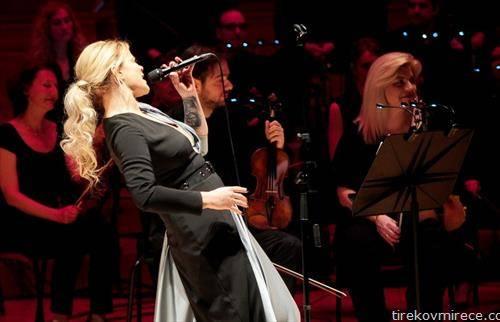 дани димитровска со  концерт со македонската филхармонија одбележа 20 години на сцената
