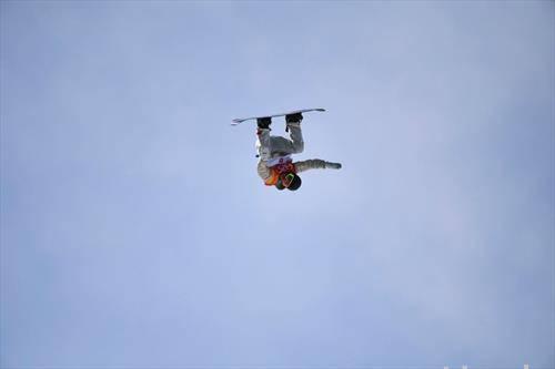 17 годишниот американец  Редмонд Џерар  е намјлад освојувач на медалја, скијаше на даска