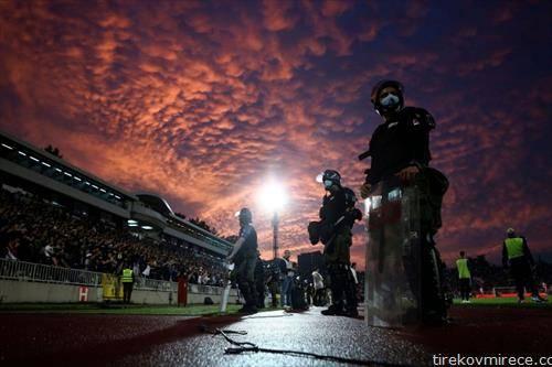куп натпреварот помеѓу партизан и ѕвезда во Белград се одигра пред полн стадион